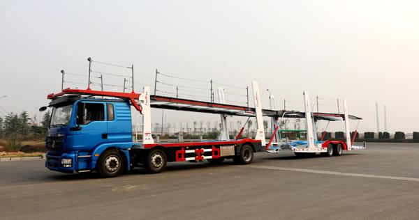 各类轿车运输车驶向全国市场